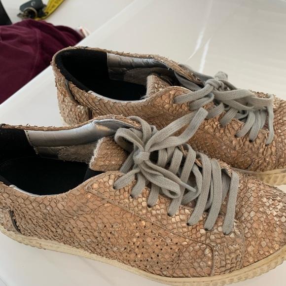 Veja Shoes   P448 Python Rose Gold
